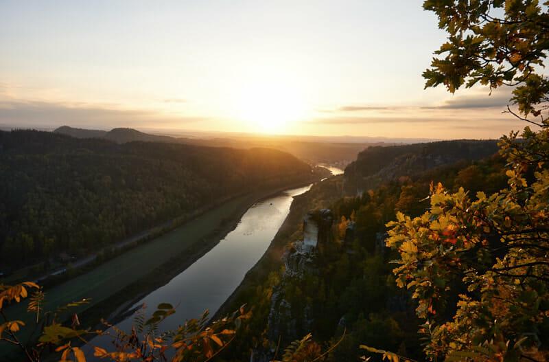 kitschig bis schön - Sonnenuntergang über der Elbe