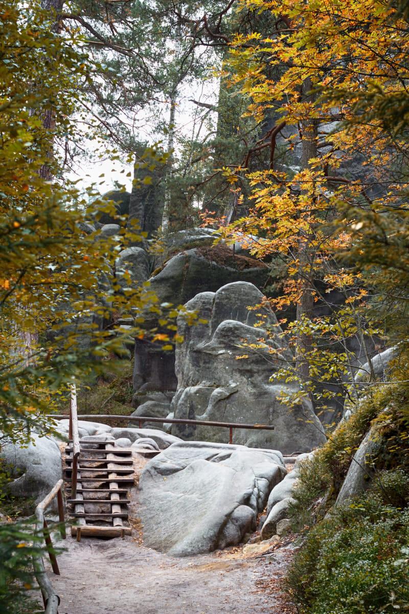 Adersbacher Felsenstadt Tschechien Fernwehbus - Mancherorts eilt der Herbst voraus