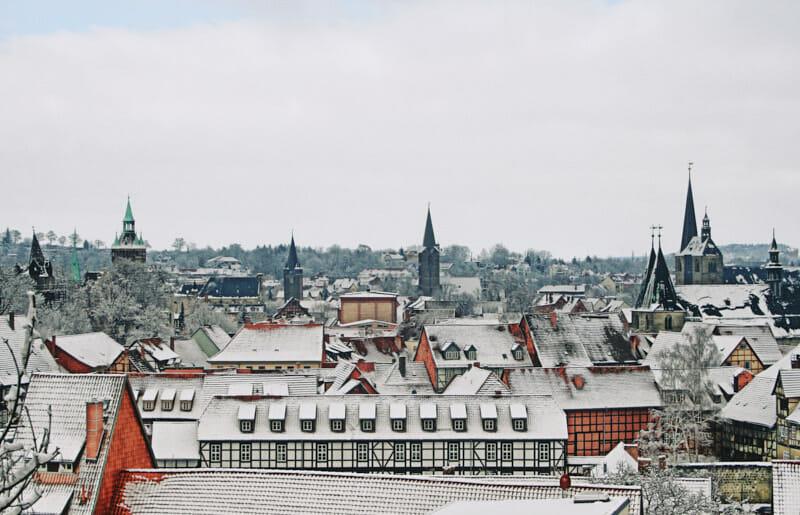 Blick vom Schloss auf die Altstadt im Winter